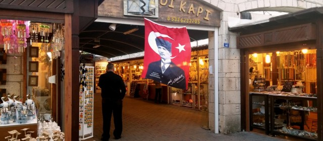 Ataturk w Izmirze, czyli turecka ucieczka przed jesienią